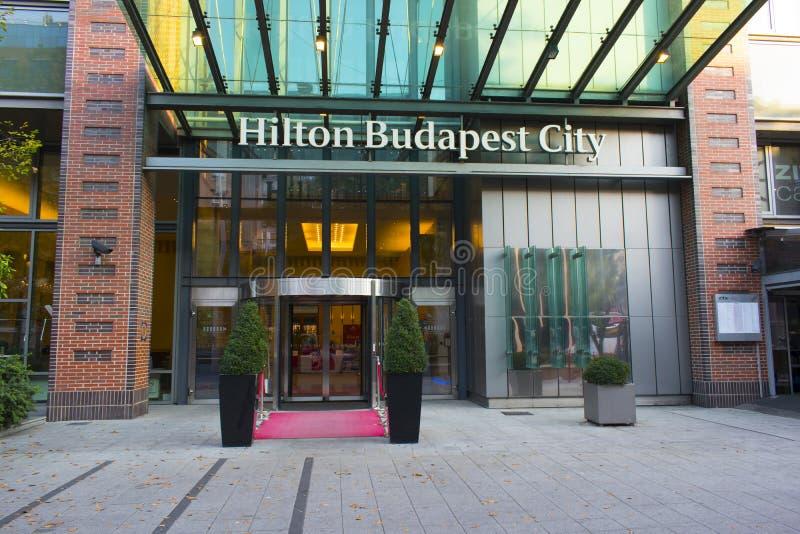 Είσοδος ξενοδοχείων πόλεων της Βουδαπέστης Hilton στο κέντρο πόλεων Westend στην οδό VÃ ¡ CI στοκ εικόνα με δικαίωμα ελεύθερης χρήσης