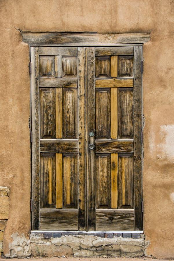 είσοδος πορτών παλαιά στοκ φωτογραφίες με δικαίωμα ελεύθερης χρήσης