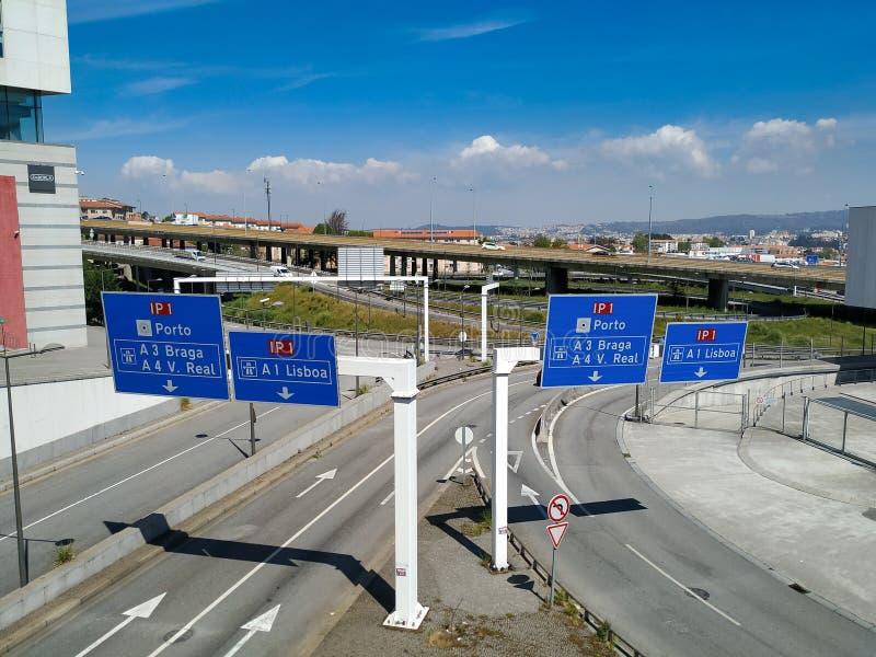 Είσοδος στον κύριο αυτοκινητόδρομο IP1 στην Πορτογαλία, η οποία συνδέει στοκ εικόνα