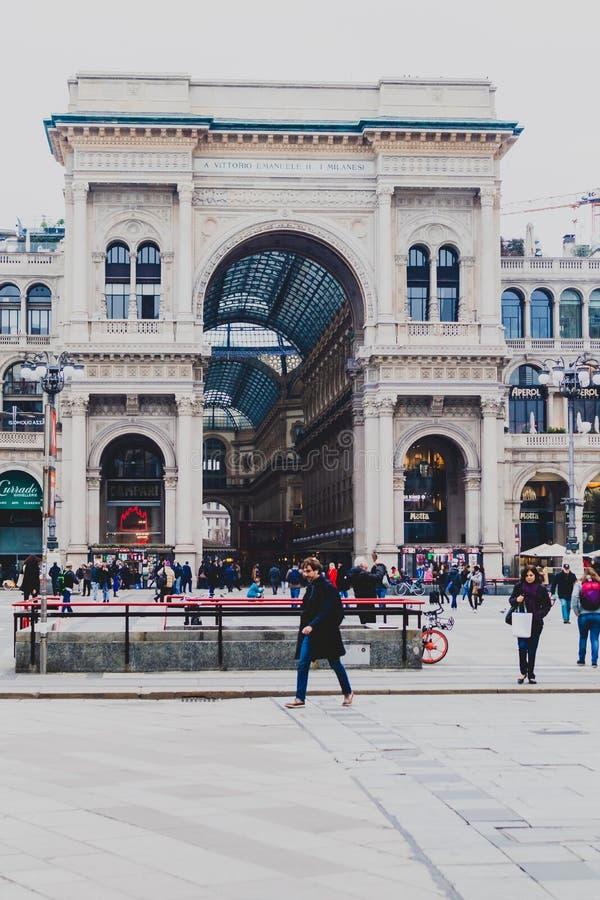 Είσοδος στο Galleria Vittorio Emanuele ΙΙ arcade κοντά Piazza del Duomo στο κέντρο της πόλης του Μιλάνου και την κύρια περιοχή αγ στοκ φωτογραφίες με δικαίωμα ελεύθερης χρήσης