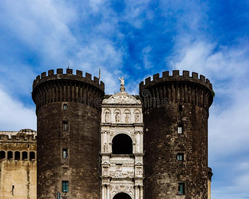 Είσοδος Castel Nuovo στη Νάπολη, Ιταλία στοκ φωτογραφίες
