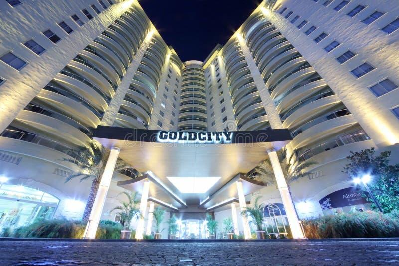 Είσοδος ξενοδοχείων Goldcity τη νύχτα στοκ εικόνες με δικαίωμα ελεύθερης χρήσης
