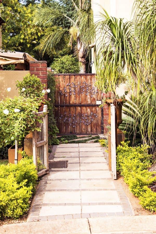 Είσοδος πυλών κήπων στοκ φωτογραφίες με δικαίωμα ελεύθερης χρήσης