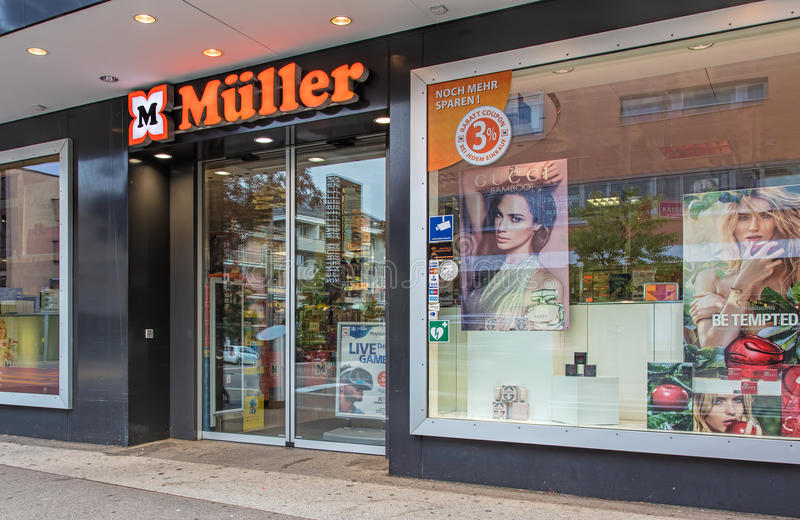 Είσοδος στο κατάστημα τροχών σε Wallisellen, Ελβετία στοκ φωτογραφίες