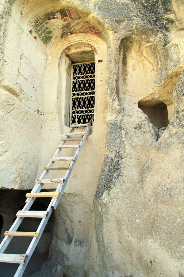 Είσοδος της εκκλησίας σπηλιών στοκ εικόνα με δικαίωμα ελεύθερης χρήσης