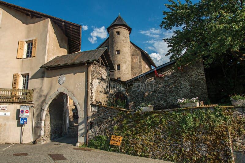 Είσοδος του μεσαιωνικού χωριού Conflans στοκ εικόνα