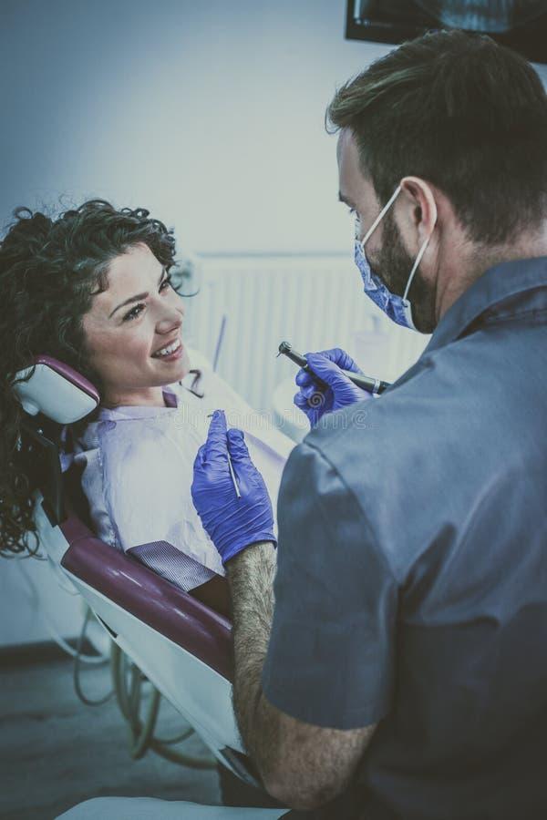 Είστε έτοιμοι για τη χειρουργική επέμβαση οδοντιάτρων στοκ εικόνα με δικαίωμα ελεύθερης χρήσης