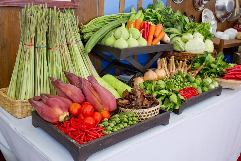 Είδος ταϊλανδικών λαχανικών που τίθενται στο ταϊλανδικό ύφος κουζινών στοκ εικόνες