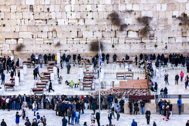 Εβραίοι που προσεύχονται στο δυτικό τοίχο στην Ιερουσαλήμ στοκ εικόνες