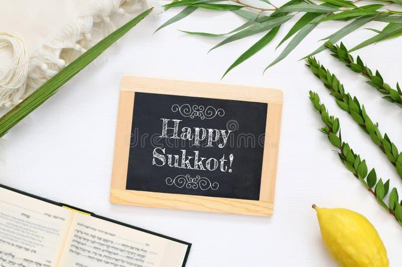 Εβραϊκό φεστιβάλ Sukkot Παραδοσιακά σύμβολα & x28 Το τέσσερα species& x29: Etrog, lulav, hadas, arava στοκ εικόνες