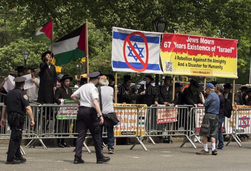 Εβραϊκό Protestors στο 2015 Νέα Υόρκη γιορτάζει την παρέλαση του Ισραήλ στοκ εικόνες