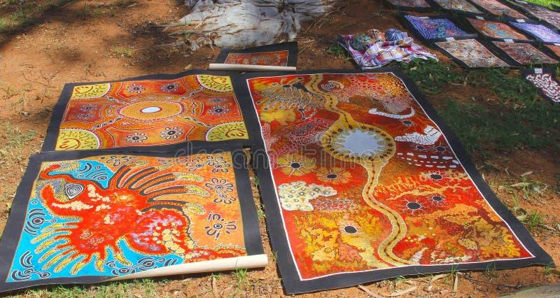 Εγγενή αυτοώμονα έργα τέχνης στην αγορά τις ανοίξεις της Alice, Αυστραλία στοκ εικόνες