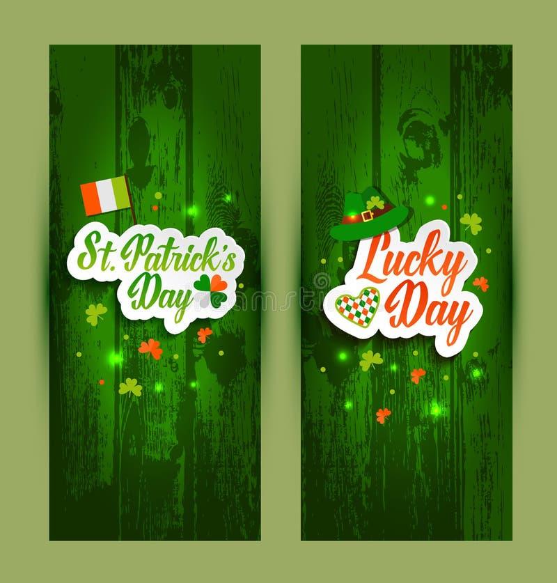 Εγγραφή των εμβλημάτων ημέρας Αγίου Πάτρικ s πράσινο σε ξύλινο ελεύθερη απεικόνιση δικαιώματος
