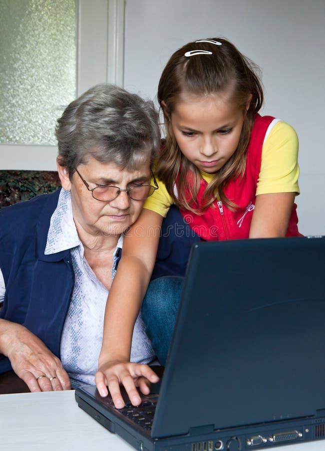 Εγγόνι και γιαγιά στοκ εικόνες