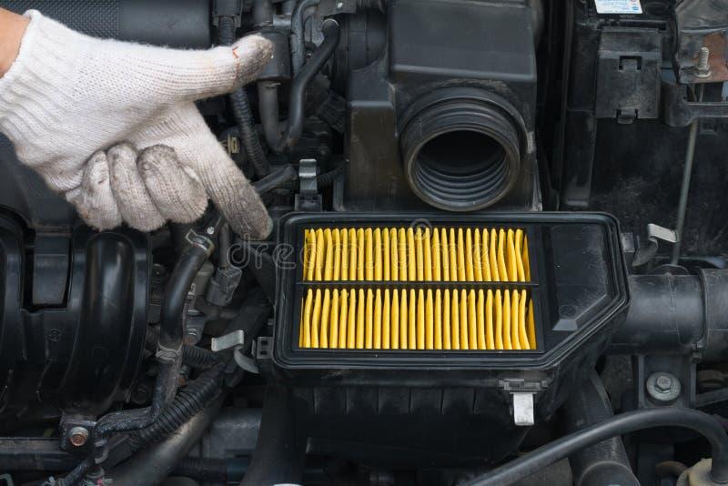 Εγγύηση τεχνικών για το μεταβαλλόμενο νέο φίλτρο αέρα για το αυτοκίνητο στοκ εικόνα με δικαίωμα ελεύθερης χρήσης
