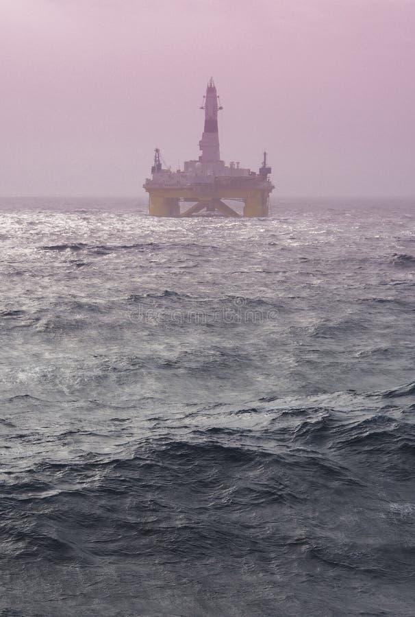 Εγκατάσταση γεώτρησης παράκτιων διατρήσεων στο Κόλπο του Μεξικού, βιομηχανία πετρελαίου στοκ φωτογραφία με δικαίωμα ελεύθερης χρήσης