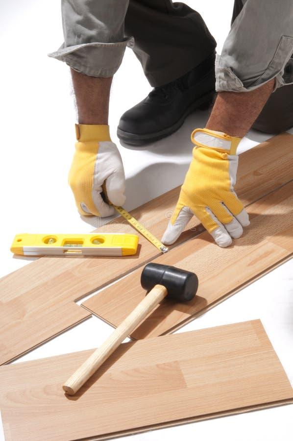 εγκατάσταση πατωμάτων ξύλ&iot στοκ φωτογραφία με δικαίωμα ελεύθερης χρήσης