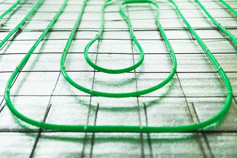 Εγκατάσταση σωλήνων Underfloor θέρμανσης πράσινη στοκ φωτογραφία με δικαίωμα ελεύθερης χρήσης
