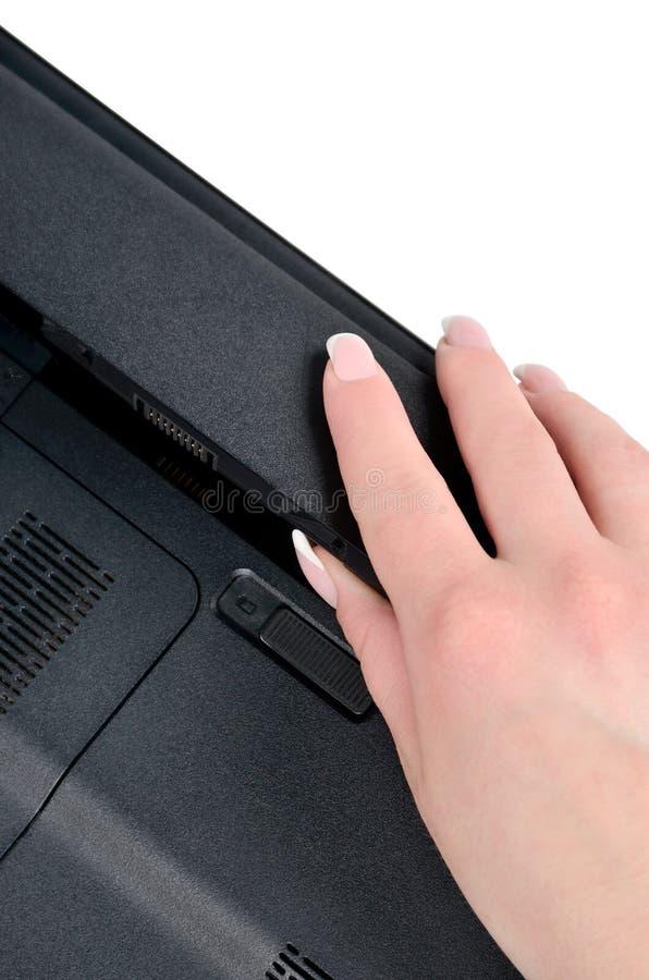 Εγκατάσταση της μπαταρίας lap-top στοκ εικόνες με δικαίωμα ελεύθερης χρήσης