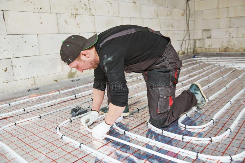 Εγκατάσταση Underfloor θέρμανσης θερμό σύστημα θέρμανσης πατωμάτων στοκ εικόνα με δικαίωμα ελεύθερης χρήσης