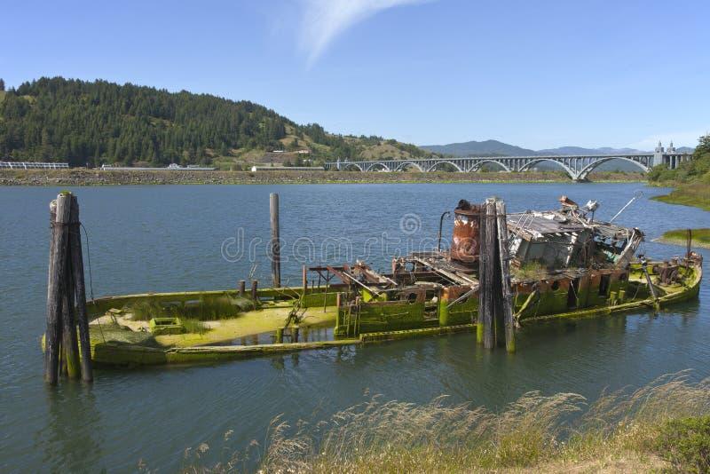 εγκαταλειμμένα συντρίμμια αλιείας βαρκών στοκ εικόνες
