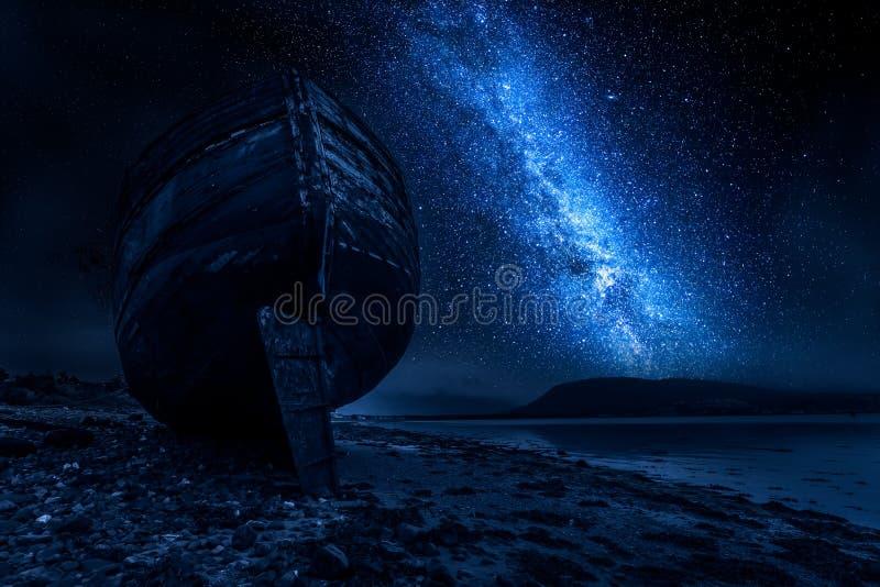 Εγκαταλειμμένα συντρίμμια σκαφών στο οχυρό William τη νύχτα, Σκωτία στοκ φωτογραφίες με δικαίωμα ελεύθερης χρήσης
