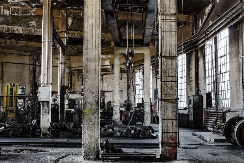 Εγκαταλειμμένη βιομηχανική εσωτερική σκοτεινή διάθεση στοκ φωτογραφίες με δικαίωμα ελεύθερης χρήσης