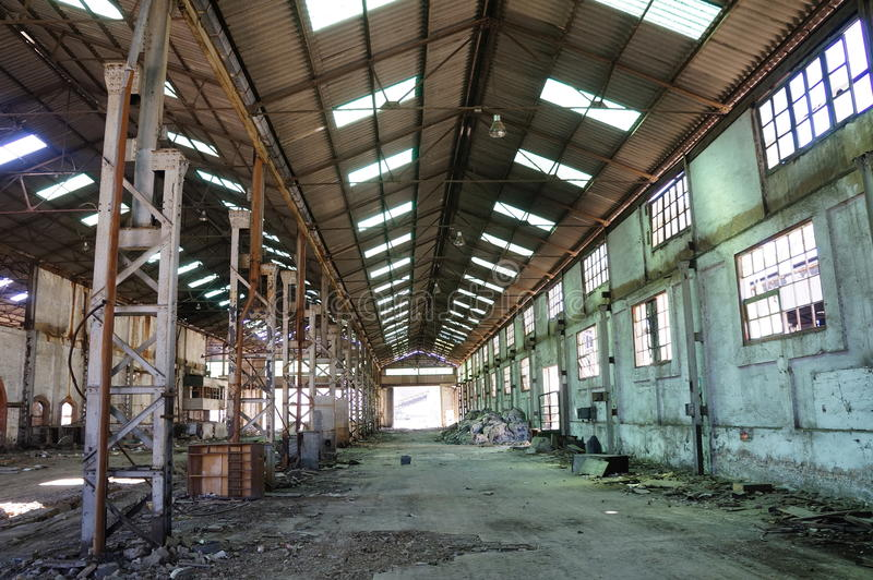 εγκαταλειμμένη κενή αποθήκη εμπορευμάτων. στοκ εικόνες