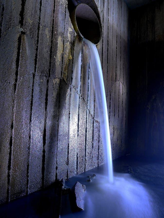 Εγκαταλειμμένος υπόγειος ποταμός στοκ εικόνα