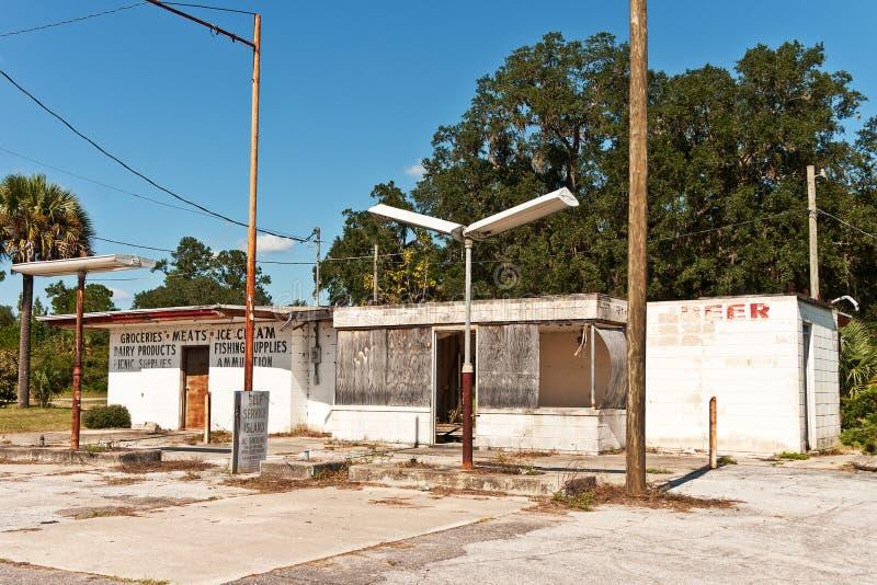 εγκαταλειμμένο κατάστημα σταθμών στοκ εικόνα με δικαίωμα ελεύθερης χρήσης