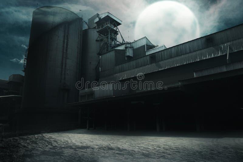 Εγκαταλειμμένο παλαιό εργοστάσιο τη νύχτα στοκ φωτογραφίες με δικαίωμα ελεύθερης χρήσης