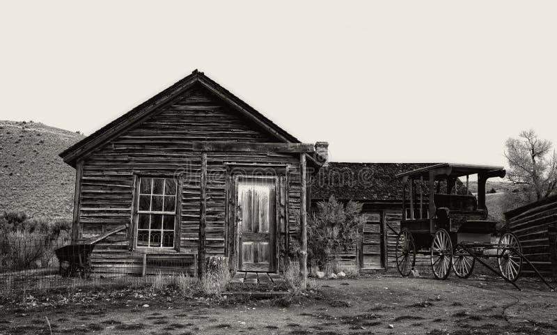 Εγκαταλειμμένο σπίτι αγροκτημάτων σε Bannack, ΑΜ στοκ εικόνα με δικαίωμα ελεύθερης χρήσης