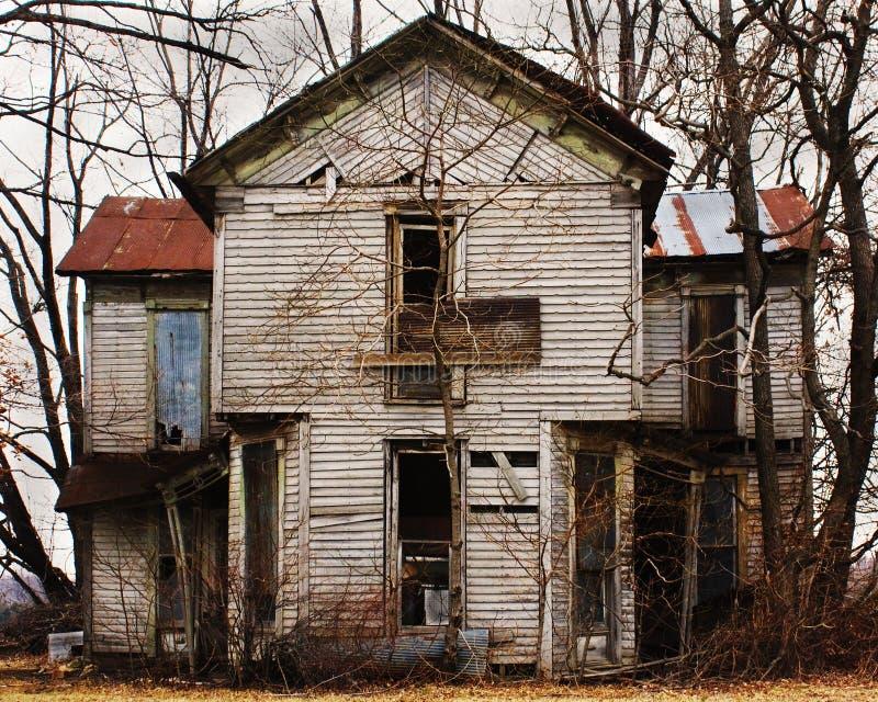 εγκαταλειμμένο σπίτι πα&lambda στοκ φωτογραφίες με δικαίωμα ελεύθερης χρήσης