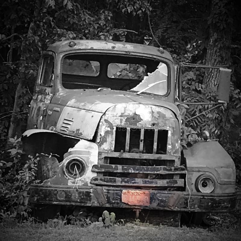 Εγκαταλειμμένο φορτηγό στοκ εικόνες