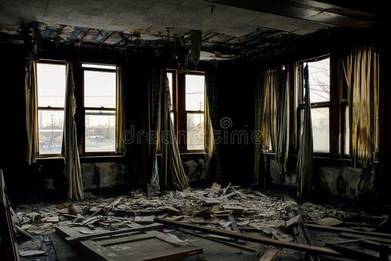 Εγκαταλελειμμένα γραφεία με τα παράθυρα & τις κουρτίνες - εθνικό εργοστάσιο αποκορυφωμάτων - Κλίβελαντ, Οχάιο στοκ φωτογραφίες με δικαίωμα ελεύθερης χρήσης
