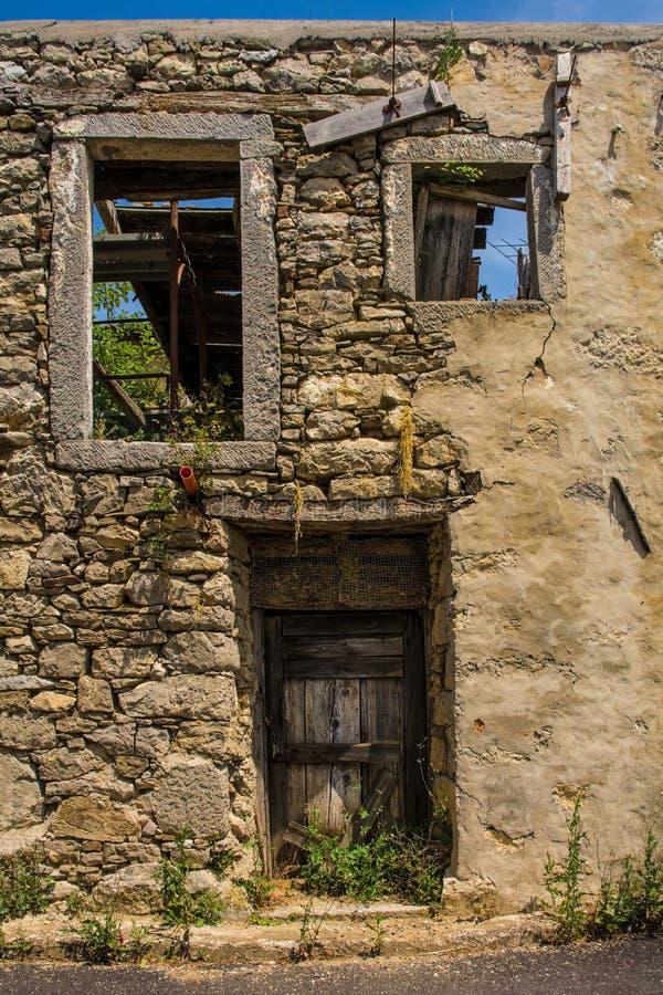Εγκαταλελειμμένο κτήριο σε Clabuzzaro στοκ φωτογραφίες
