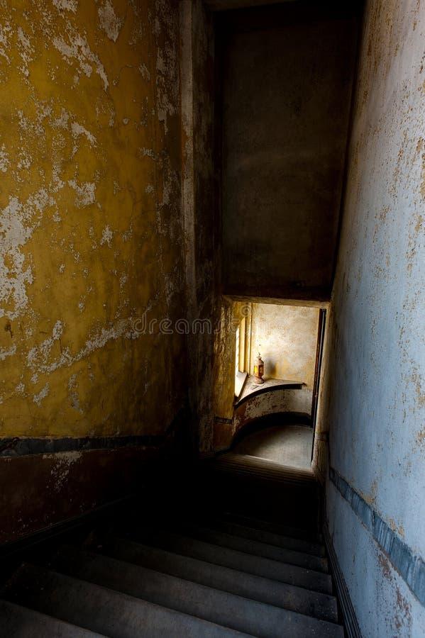 Εγκαταλελειμμένο Stairwell - εγκαταλειμμένοι αετοί κατοικήστε - στο κέντρο της πόλης Μάνσφιλντ, Οχάιο στοκ φωτογραφίες με δικαίωμα ελεύθερης χρήσης