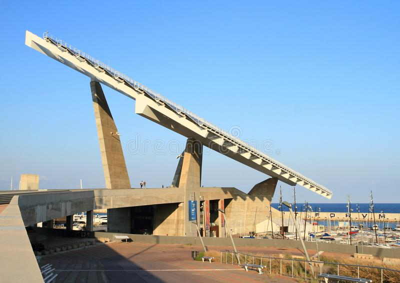 Εγκαταστάσεις ηλιακής ενέργειας από το λιμάνι στοκ εικόνες
