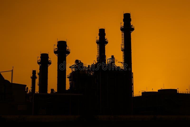 Εγκαταστάσεις ηλεκτρικής δύναμης στροβίλων αερίου σκιαγραφιών στοκ φωτογραφίες με δικαίωμα ελεύθερης χρήσης