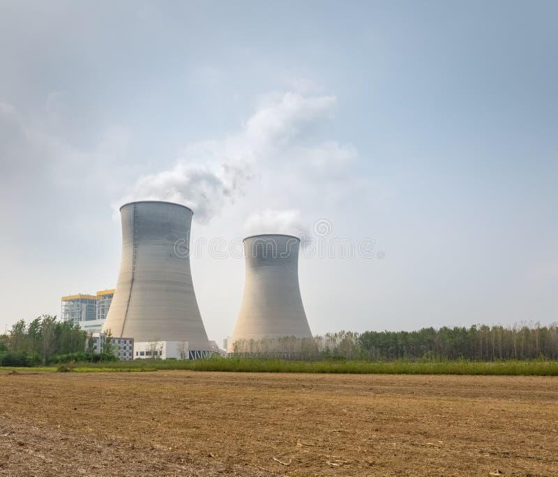 Εγκαταστάσεις θερμικής παραγωγής ενέργειας στο shandong στοκ εικόνες