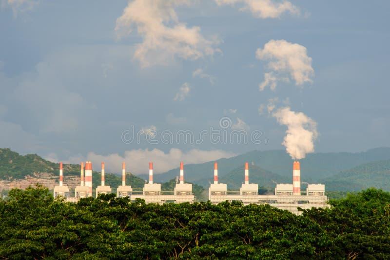 Εγκαταστάσεις παραγωγής ενέργειας άνθρακα στοκ εικόνα