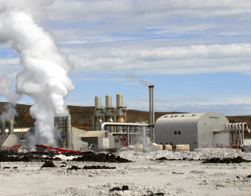 Εγκαταστάσεις παραγωγής ενέργειας γήινου οργασμού στοκ εικόνα με δικαίωμα ελεύθερης χρήσης