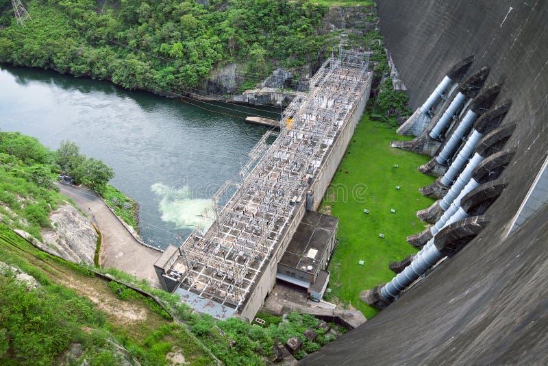 Εγκαταστάσεις υδρενέργειας του φράγματος Bhumibol στοκ φωτογραφίες