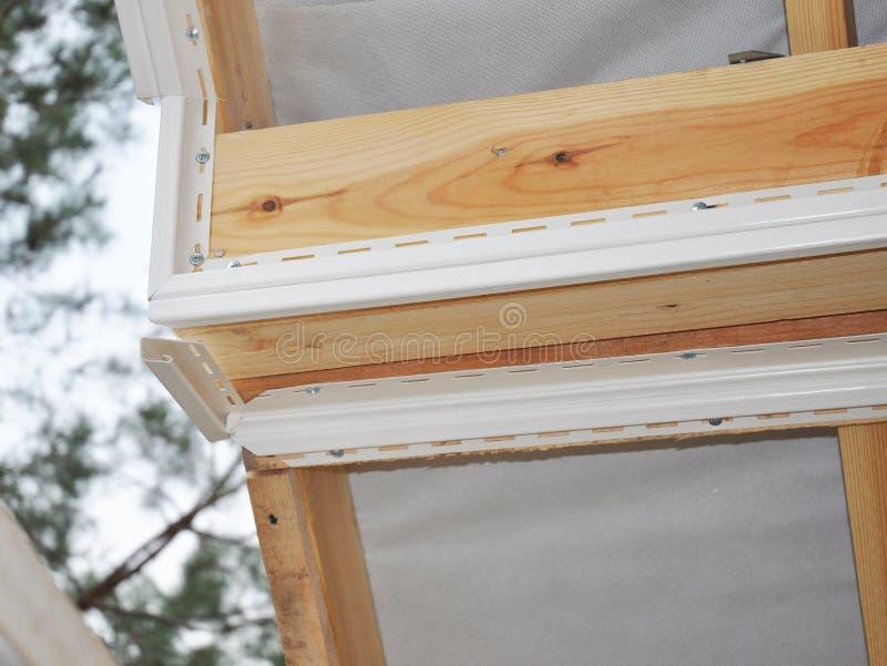 Εγκαταστήστε Soffit Κατασκευή υλικού κατασκευής σκεπής στοκ εικόνα με δικαίωμα ελεύθερης χρήσης