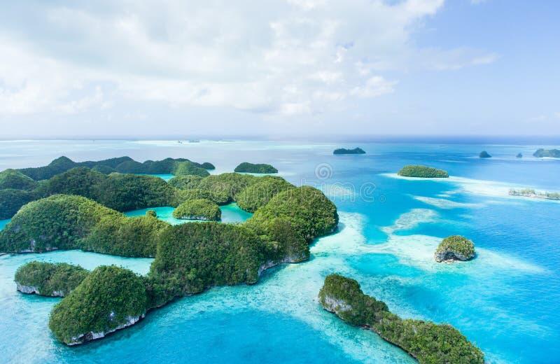 Εγκαταλειμμένα τροπικά νησιά παραδείσου άνωθεν, Παλάου στοκ φωτογραφίες με δικαίωμα ελεύθερης χρήσης