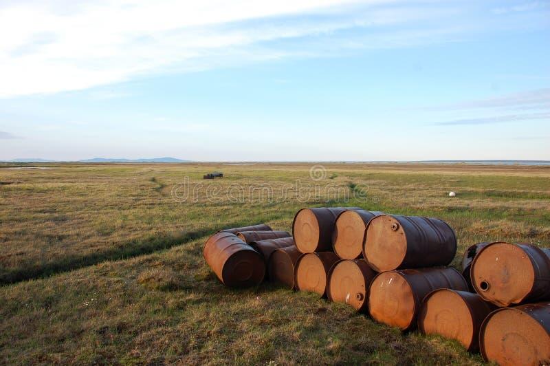 Εγκαταλειμμένα τύμπανα πετρελαίου tundra στοκ φωτογραφίες με δικαίωμα ελεύθερης χρήσης