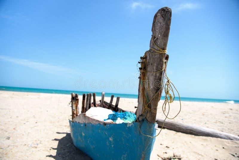 εγκαταλειμμένη βάρκα στοκ εικόνα