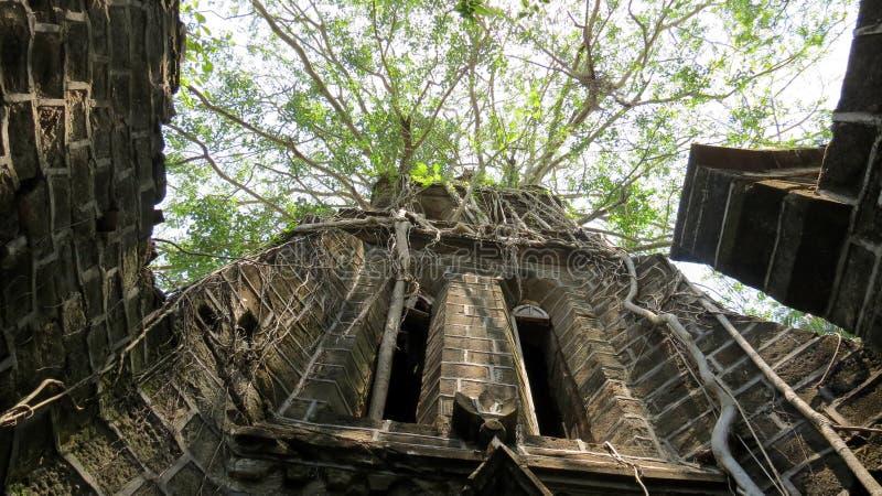εγκαταλειμμένη εκκλησί&a στοκ εικόνες με δικαίωμα ελεύθερης χρήσης