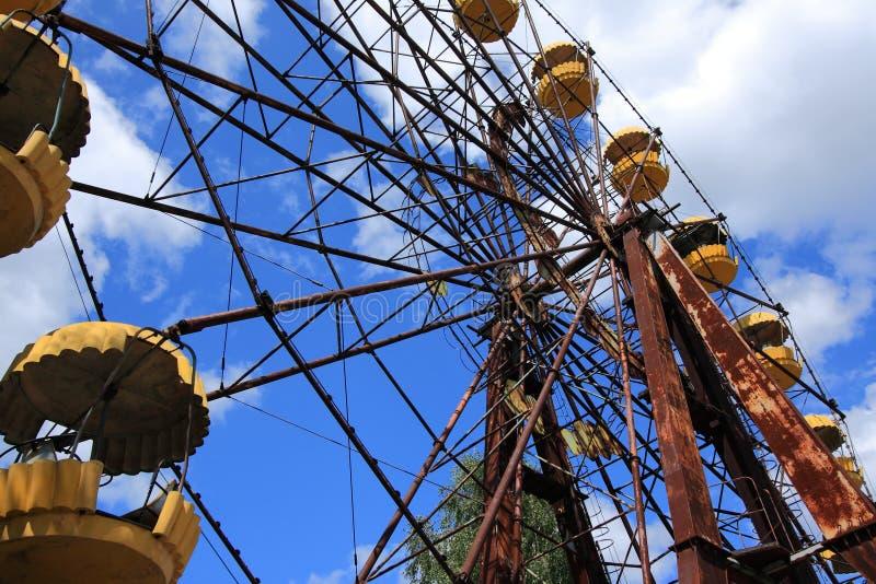 Εγκαταλειμμένη ρόδα Ferris, ακραίος τουρισμός στο Τσέρνομπιλ στοκ φωτογραφίες