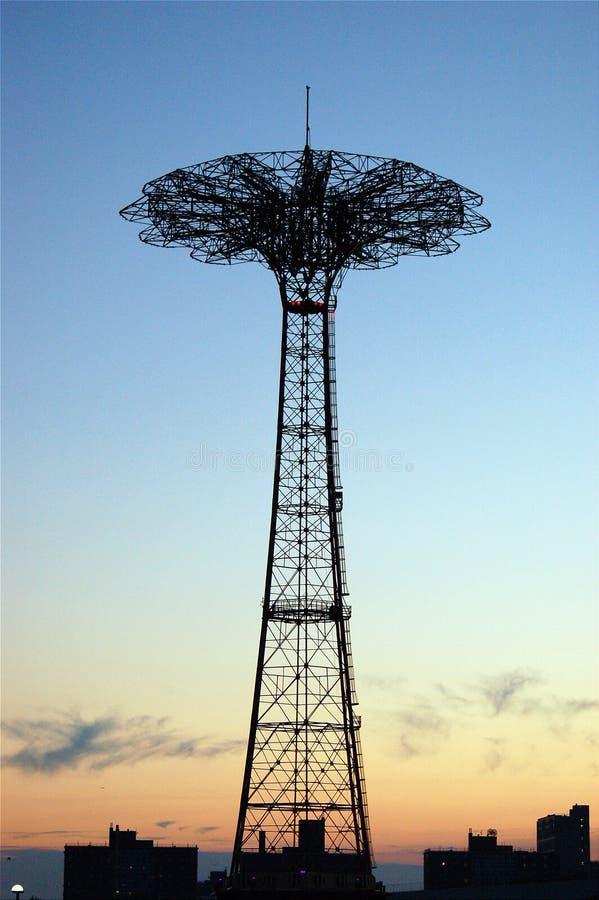 Εγκαταλειμμένος γύρος άλματος αλεξίπτωτων, Coney Island στοκ εικόνες